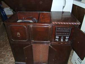 CAPEHART TUBE RADIO/RECORD PLAYER   VINTAGE ANTIQUE