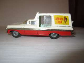 Corgi Major 1/43 Chevrolet Impela Kennel Club Wagon Car