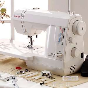Singer 132Q Featherweight Quilting and Sewing Machine
