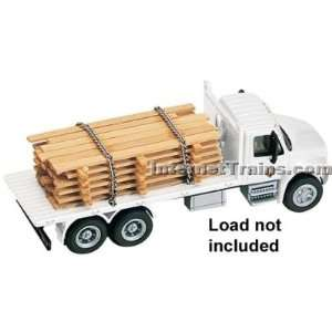 HO Scale International 4300 3 Axle Flatbed Truck   White Toys & Games
